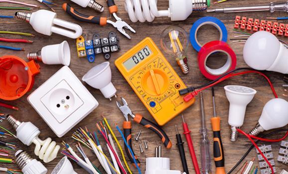 Outils pour travaux d'électricité
